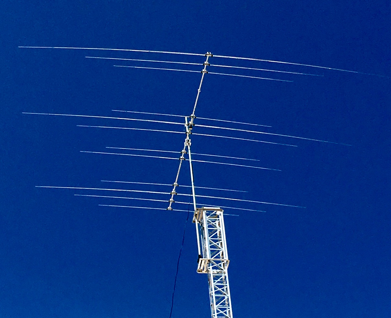 Jk Mid Tri Yagi Antenna Of 3 Elements For The 20 M Band4 Band 4 15 And 5 10 On A 24 Feet 732 Boom