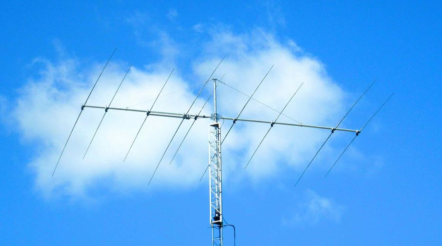 JK1217 - Yagi antenna of 4 elements for the 17 m band and 5